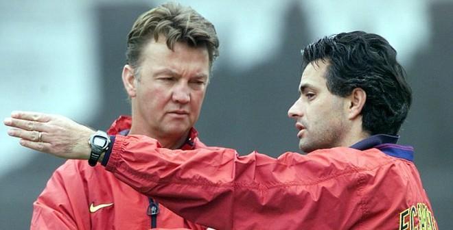 Mourinho - Van Gaal, 15 năm, 15 mét số phận