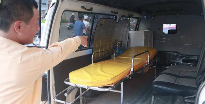"""Hà Nội: Xe cấp cứu """"nhái"""" 115 ngang nhiên hoạt động"""