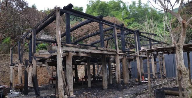 """Vụ cháy nhà Lang Mường: Đang bị """"chìm xuồng""""?"""
