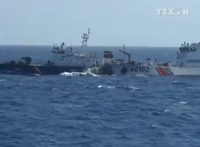 Video: Cận cảnh tàu Hải cảnh Trung Quốc chặn tàu Việt Nam