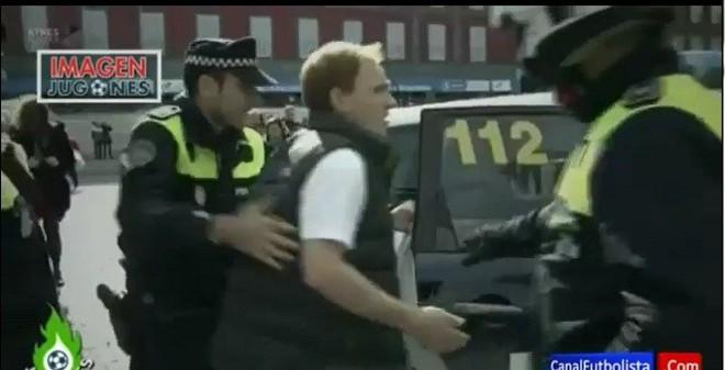 Trêu ngươi cảnh sát Madrid, fan Liverpool bị tống về đồn