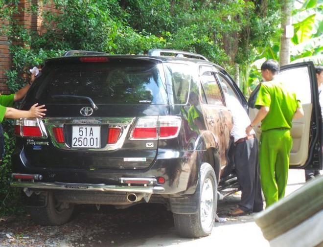 Lấy lời khai của vợ người đàn ông chết trong ôtô