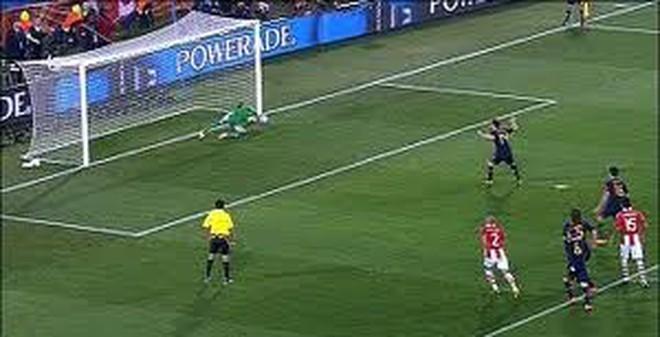 """Pha penalty không thể """"đỡ"""" nổi"""