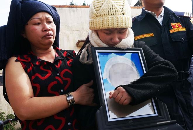 Bé chết sau khi tiêm văcxin: Đừng để thêm trẻ vắn số như con tôi