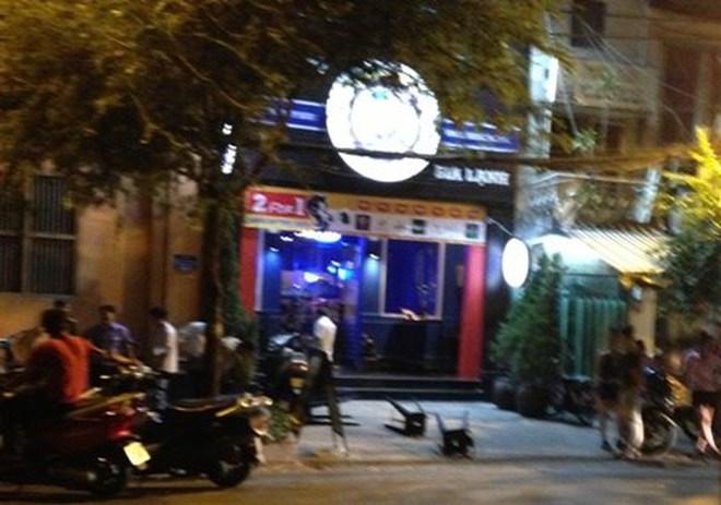 Kẻ đi SH bất ngờ bắn gục một người nước ngoài giữa phố Sài Gòn