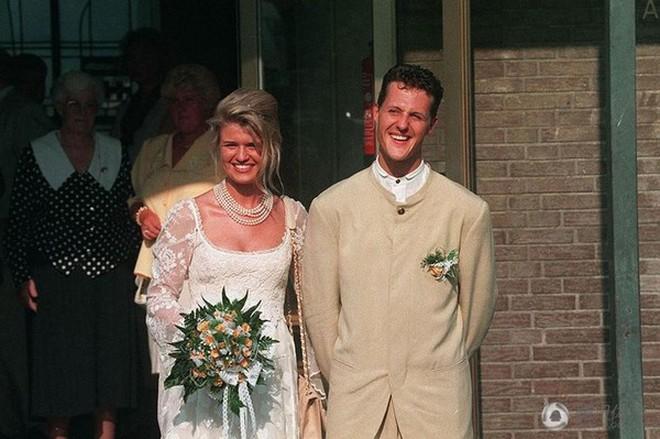 Chuyện tình 19 năm đẹp như mơ của huyền thoại F1 Schumacher