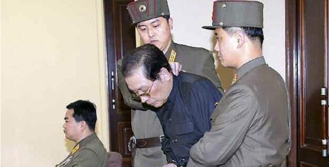 Toàn bộ đại gia đình chú Kim Jong Un đã bị xử tử, kể cả trẻ em