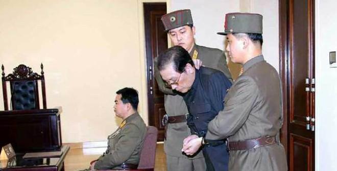 Nguồn gốc thật của tin chú Kim Jong Un bị xử tử bằng chó đói