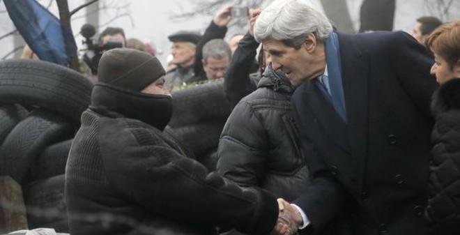 Ngoại trưởng Mỹ lên tiếng cứng rắn với Nga ở Kiev