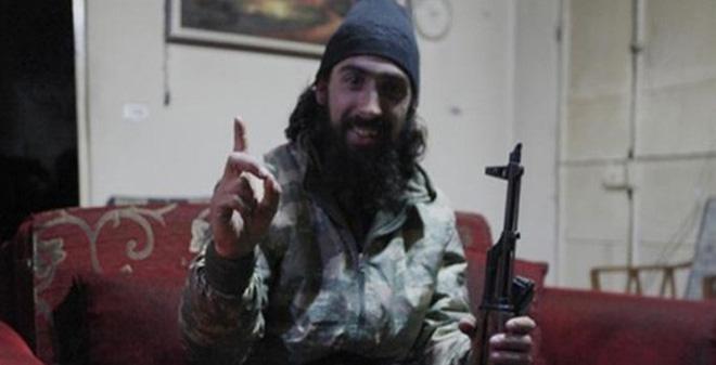 """Ghê rợn tay súng IS """"ngửi thấy mùi xạ hương tỏa ra từ xác chết"""""""