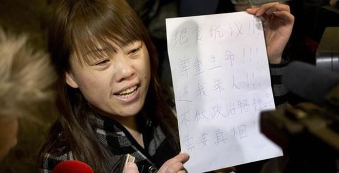 Máy bay mất tích: Thân nhân hành khách TQ dọa tuyệt thực