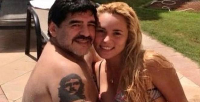 Giở thói côn đồ, Maradona hành hung bạn gái trẻ