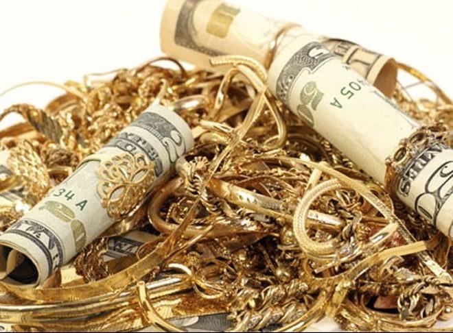 Tại sao giá vàng đổ đèo không phanh?