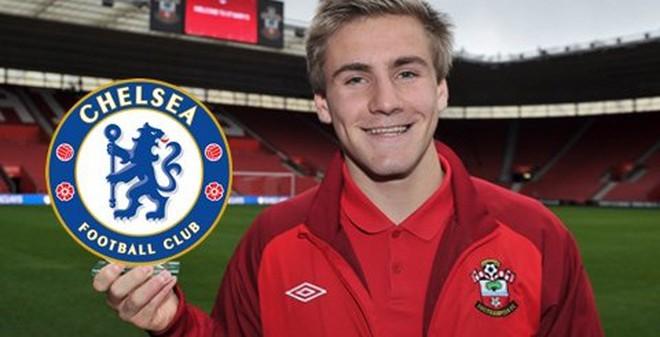 """Chelsea có thể đã """"chết"""" nếu mua Luke Shaw"""