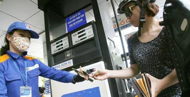 Giá xăng đột ngột tăng hơn 400 đồng/lít