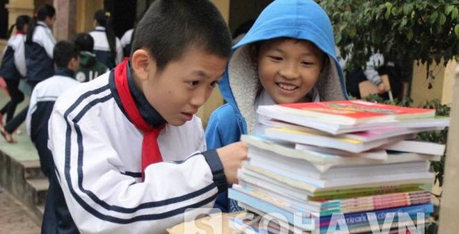 """Học trò Hà Nội mơ ước có tiền mua sách """"Dế mèn phiêu lưu ký"""""""