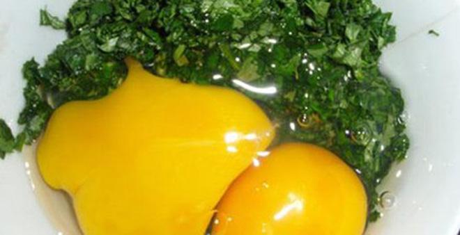 Trứng gà ngải cứu: Ai không nên ăn?
