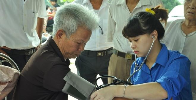 Hơn 300 người dân Bột Xuyên được khám bệnh, cấp thuốc miễn phí