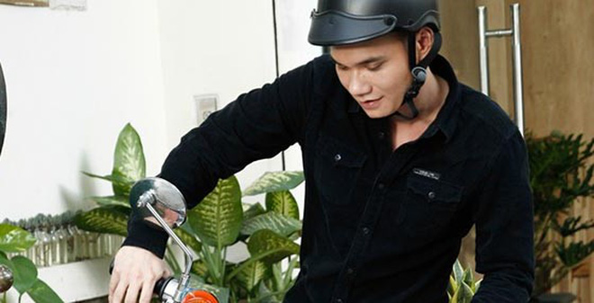 Hình ảnh làm nhân viên giao hàng của Khắc Việt
