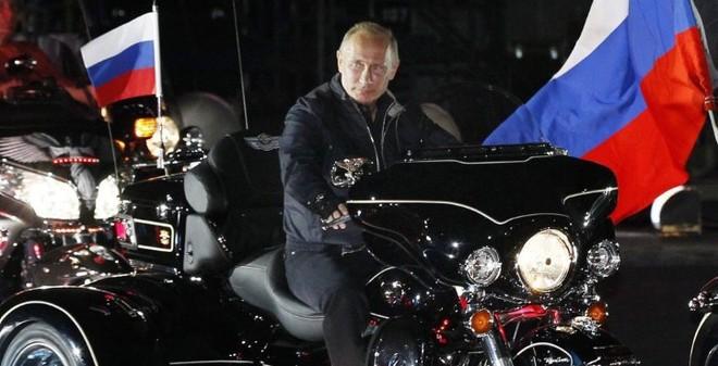 """Nga chưa dọa được Ba Lan, Litva đã chặn đứng """"đội cận vệ Putin"""""""