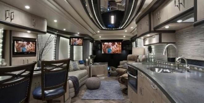 Xe khách trang bị tiện nghi hơn khách sạn 5 sao giá 40 tỷ đồng