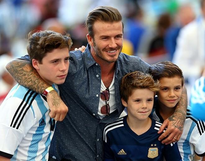 Brooklyn cảm thấy xấu hổ vì là con trai Beckham