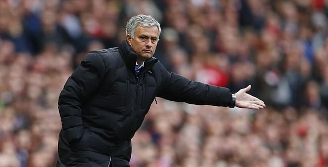 """Mourinho chọc fan Arsenal """"điên tiết"""""""