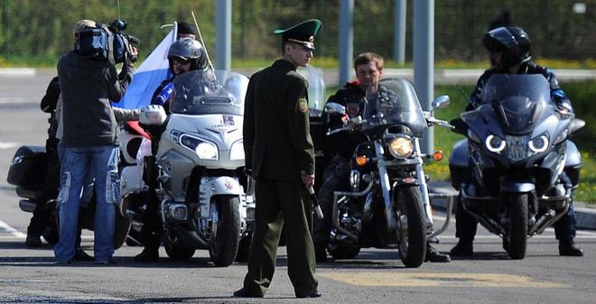 """Vì sao Phần Lan trái ý EU, mở cửa đón tiếp """"Đội cận vệ Putin""""?"""