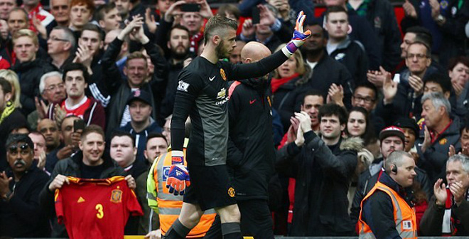 Đồng ý bán De Gea, Man United làm khó Real