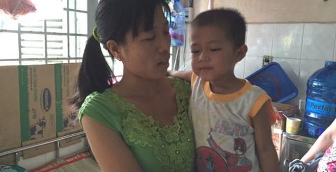 Xót thương bé bệnh hiểm nghèo cầm cự từng ngày