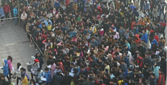 1.39 triệu người Trung Quốc chen nhau đi thi công chức
