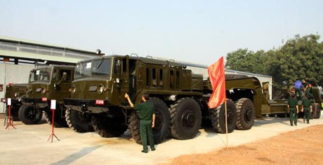Bàn giao xe chở tăng cho các đơn vị quân khu, quân đoàn