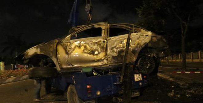 TP Vũng Tàu: Tai nạn kinh hoàng, người đàn ông trong xe Camry chết cháy không thể nhận dạng