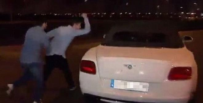 Bale bị các CĐV tấn công sau trận Siêu kinh điển