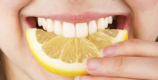 Mẹo hay đánh bật ngay mảng bám ở răng trong nháy mắt