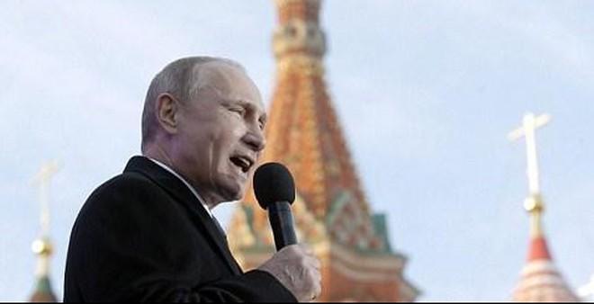 Nga bị trừng phạt, ông Putin được tín nhiệm cao kỷ lục