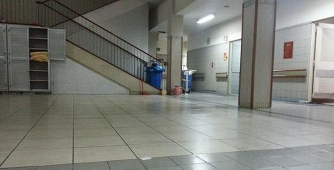 Nam bệnh nhân nhảy lầu tự tử tại Bệnh viện Bạch Mai