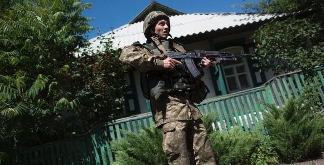 Ukraine tuyên bố bắt được quân nhân Nga chở vũ khí ở miền Đông
