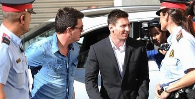 Tin vui cho Barca: Messi thoát án tù giam!