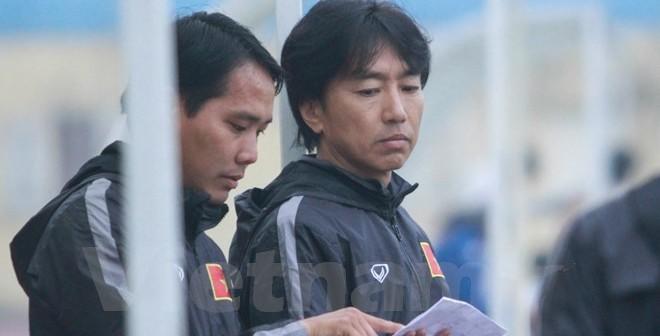 HLV Miura dự khán U21 quốc tế để tìm quân đá giải châu Á