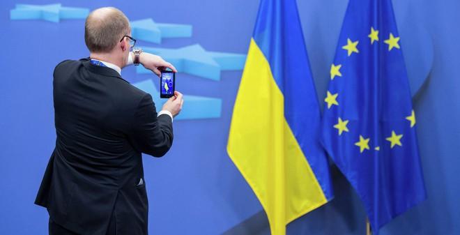 """Đã đến lúc Ukraine """"nói lời chia tay"""" với phương Tây?"""