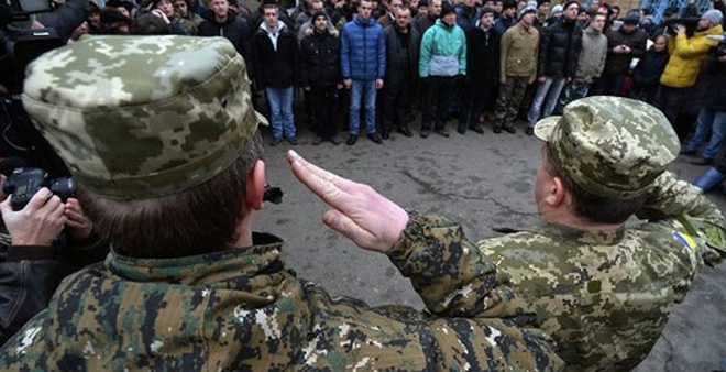 "Hungary ""rút ruột"" 94.000 dân của Ukraine"