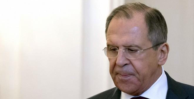 """Ngoại trưởng Nga """"ức chế"""" vì chiêu trò câu giờ của Ukraine"""