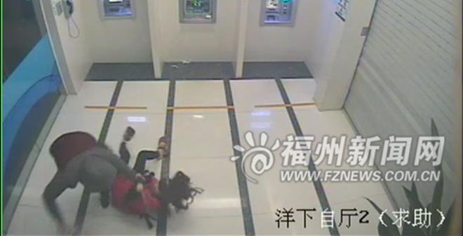 Cô gái tay không 'hạ đo ván' tên cướp tại trụ ATM trong vòng 16 giây