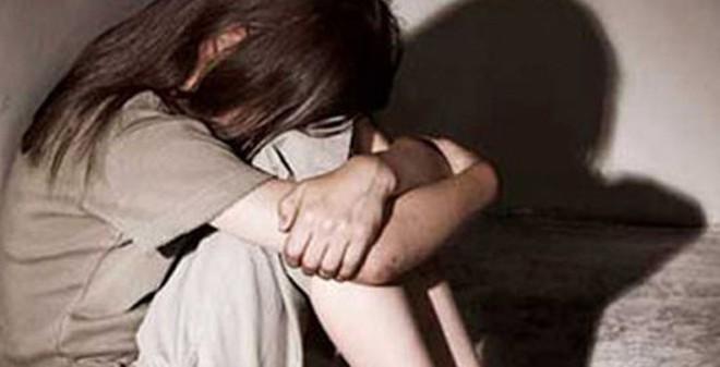"""Nghiệt ngã cô bé 15 tuổi mắc bệnh xã hội vì """"trò vui"""" của cậu chủ"""