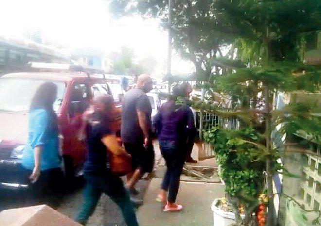 """Cảnh sát vây bắt 40 cặp đôi """"ăn cơm trước kẻng"""""""