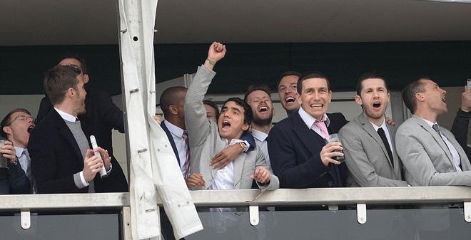Sao Man United bỏ mặc HLV Van Gaal đi xem đua ngựa