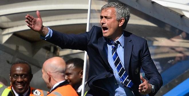 Mourinho bỏ lễ ăn mừng, chạy thẳng tới bệnh viện