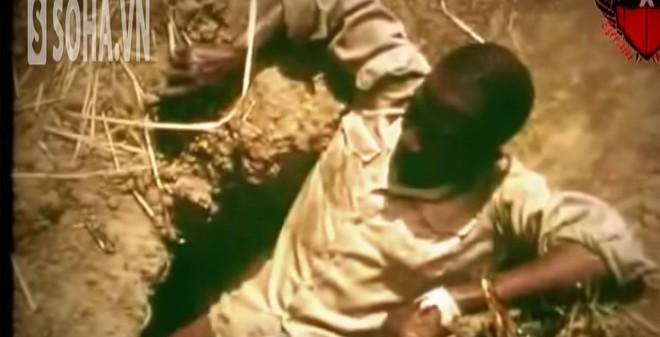 Kỳ lạ câu trăn bằng chân người nguy hiểm nhất châu Phi