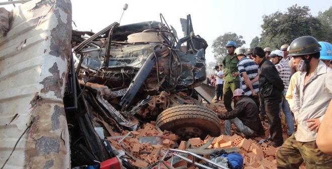 Hiện trường kinh hoàng vụ tai nạn thảm khốc khiến 6 người chết